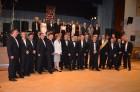 skupinska fotografija članov Lions kluba in Leo kluba Konjice z guvernerko distrikta 129 Alenko MARTER